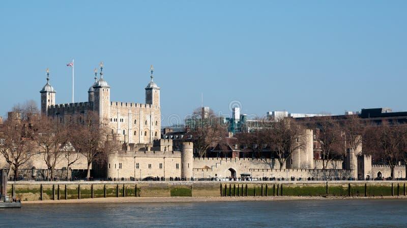 LONDON/UK - LUTY 13: Widok wierza Londyn w Londyn fotografia stock