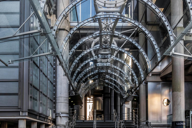 LONDON/UK - 7 MAART: Ingang aan Lloyds van Londen op 7 Maart, 2 stock afbeelding
