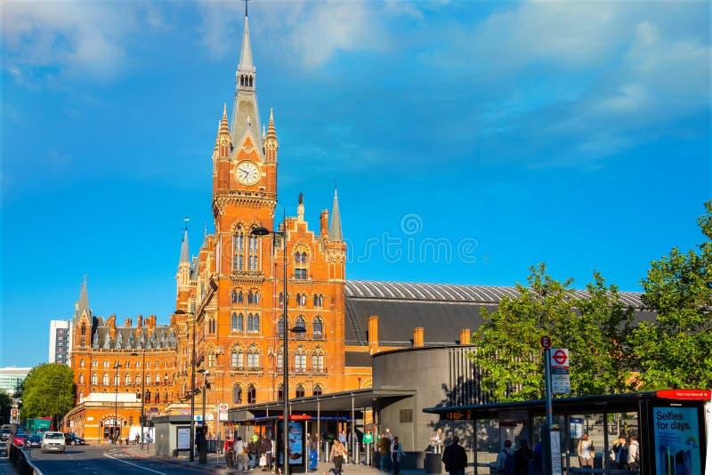 London UK - Maj 14 2018: Den St Pancras stationen är en centrala London royaltyfria bilder