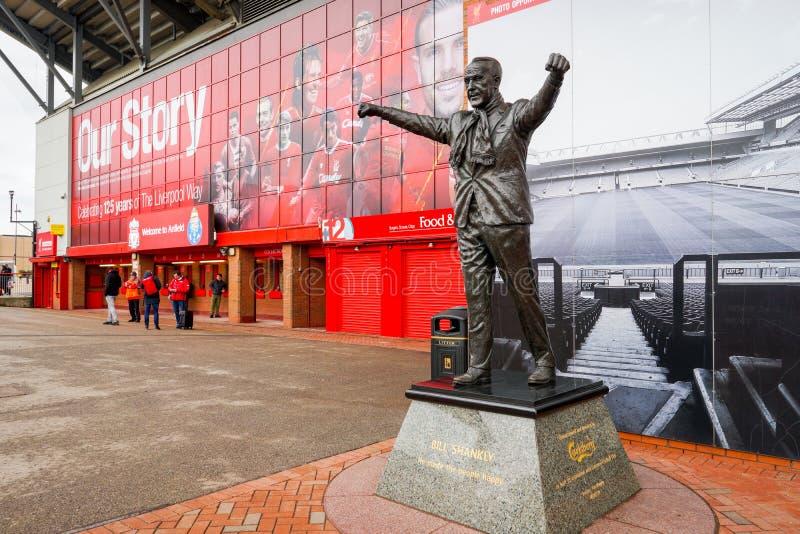 London UK - mars 8, 2018: Skärmen framme av nya Wembley Stadiumshower England och Italia symboler på den arkivbild