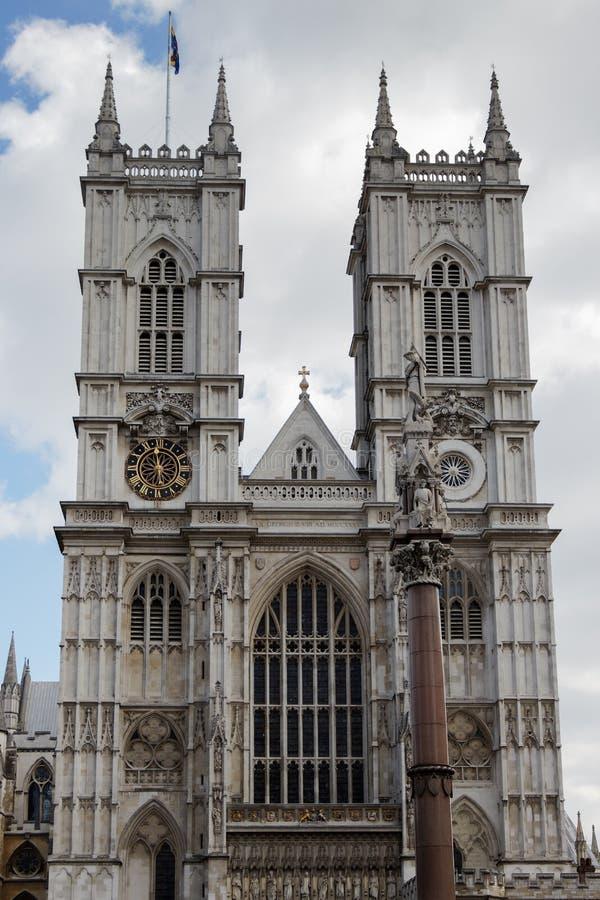 LONDON/UK - MARZEC 21: Zewnętrzny widok opactwo abbey w Lonie zdjęcie stock