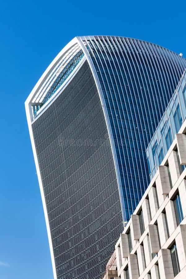 LONDON/UK - 7 MARZO: Vista del primo piano del buildin del walkie-talkie immagini stock