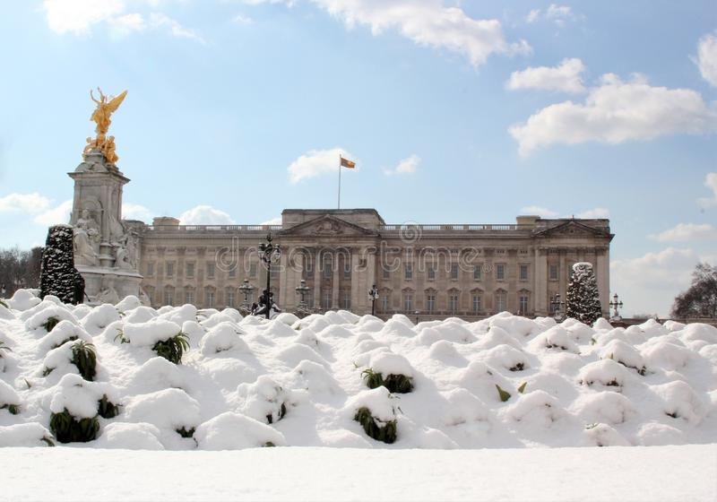 London, uk, 2nd march 2018 - Buckingham palace in snow, beast from the east meets storm sally stock images
