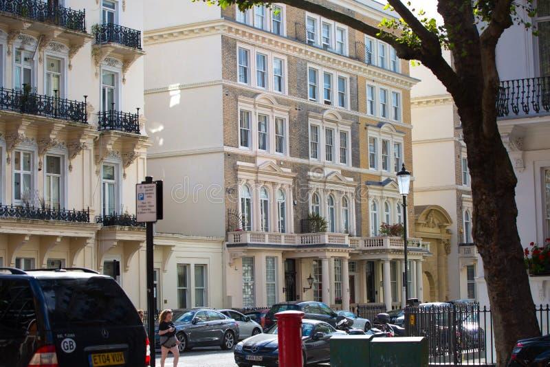 https://thumbs.dreamstime.com/b/london-uk-september-luxury-apartment-buildings-kensington-centre-residential-church-street-102244847.jpg