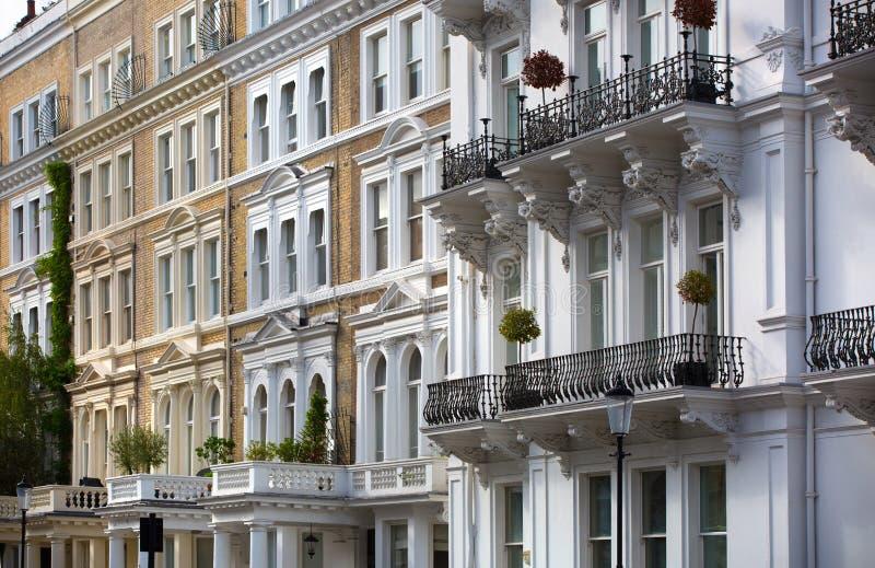 https://thumbs.dreamstime.com/b/london-uk-september-luxury-apartment-buildings-kensington-centre-residential-church-street-102244863.jpg