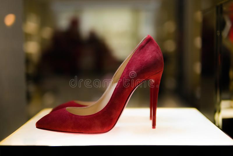 LONDON, UNITED KINGDOM - JANUARY 3, 2019: Classic red women`s high heel shoes on display at the store stock photography
