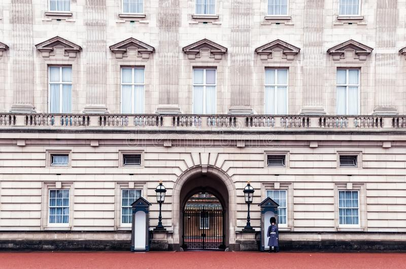 Download Sentry On Duty At Buckingham Palace, England Stock Image - Image of watchhouse, royal: 111343057