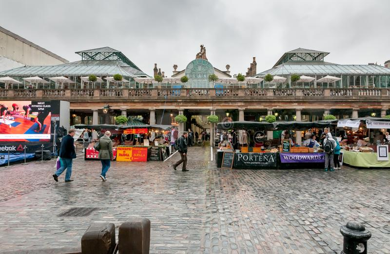 People visiting Covent Garden Apple Market, is the big attraction for its restaurants, pubs, market stalls and shop in London. London, United Kingdom stock images