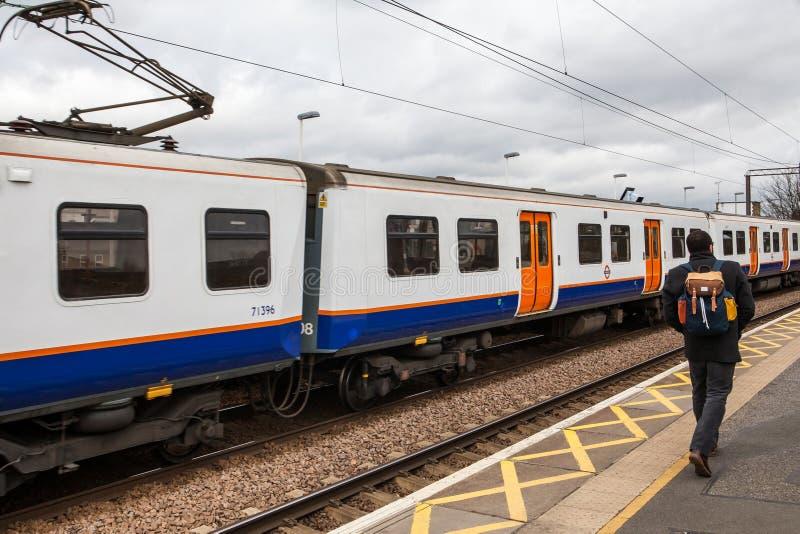 London, Vereinigtes Königreich - 3. Februar 2016: Passagier, der auf St James geht stockbild