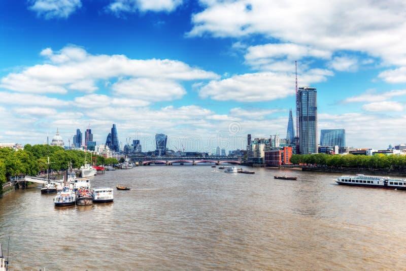 london wielkiej brytanii Widok na Rzecznej Thames i St Paul katedrze miasto fotografia royalty free