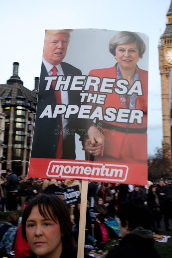 Londonl Zlany Kingdon, Luty, - 20th, 2017: Protestujący zbierają w parlamentu kwadracie protestować zaproszenie Stany Zjednoczone zdjęcia stock