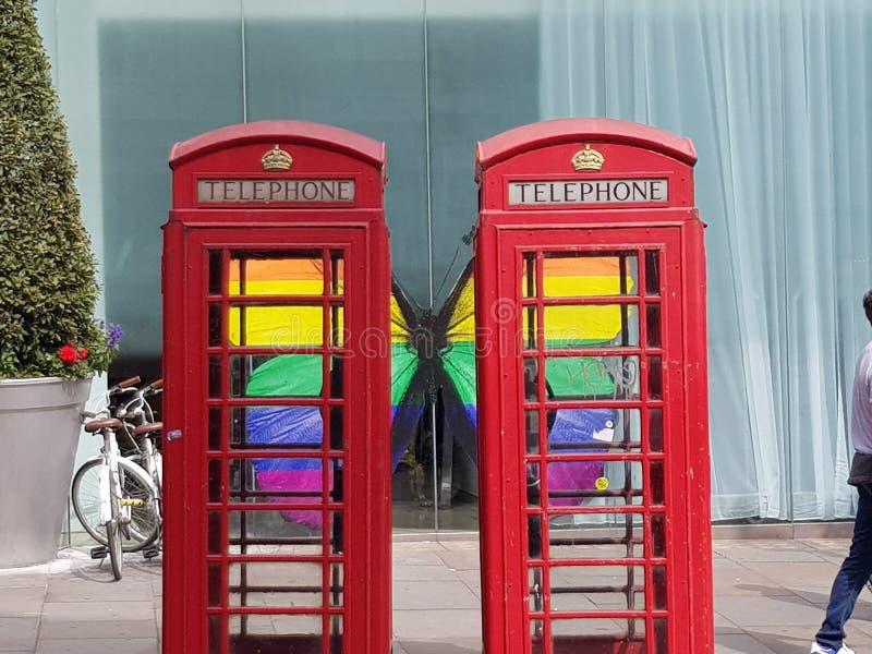 Londonn telefonaskar firar STOLTHET royaltyfria bilder