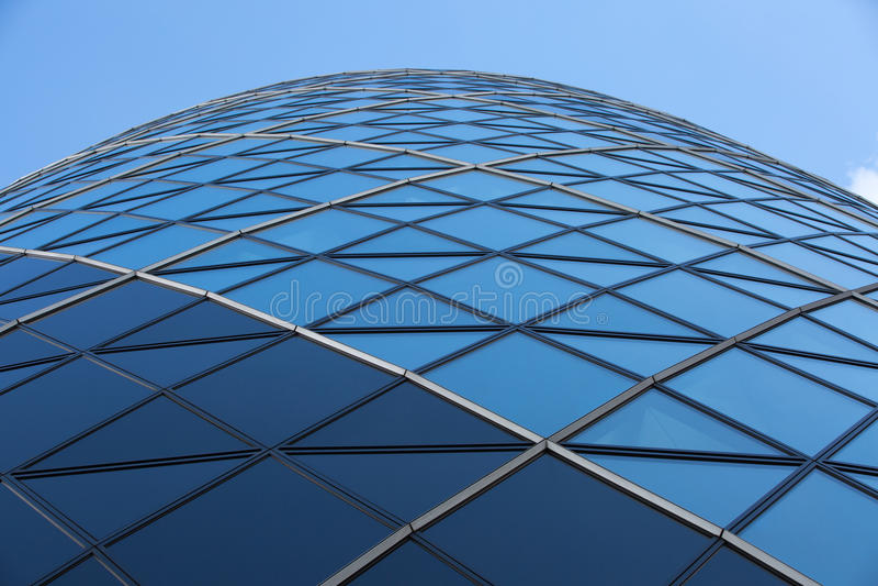 LONDRA, architettura inglese moderna, struttura di vetro di costruzione del cetriolino Città di Londra fotografia stock libera da diritti
