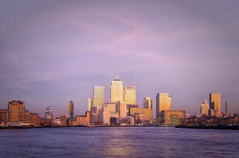 Londra, Canary Wharf a penombra fotografia stock libera da diritti