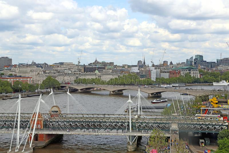 Londra, Gran Bretagna - 22 maggio 2016: Ponte di Hungerford e ponte di Waterloo immagine stock