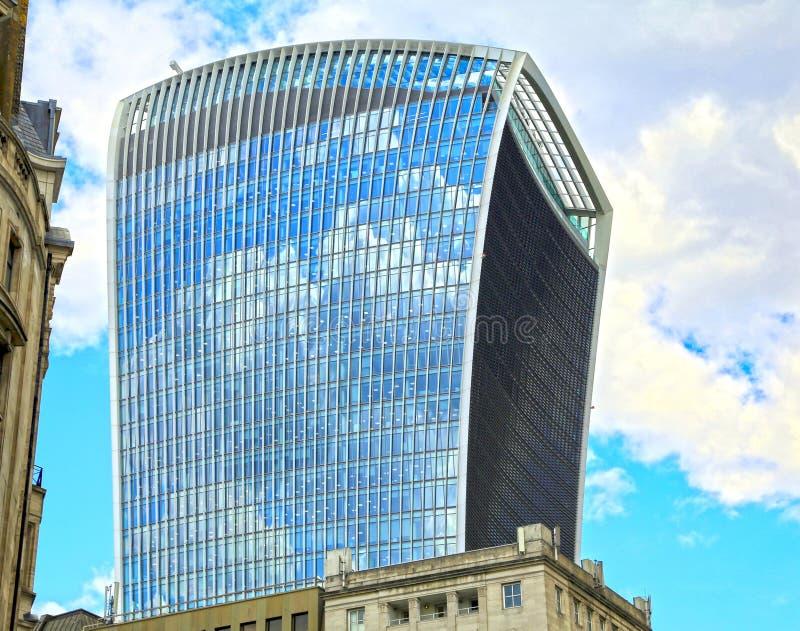 Londra, Gran Bretagna - 23 maggio 2016: Via di Fenchurch, un grattacielo commerciale, il walkie-talkie immagini stock