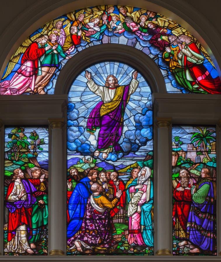 LONDRA, GRAN BRETAGNA - 15 SETTEMBRE 2017: L'ascensione del signore sul vetro satined della chiesa del ` s di St James fotografia stock libera da diritti