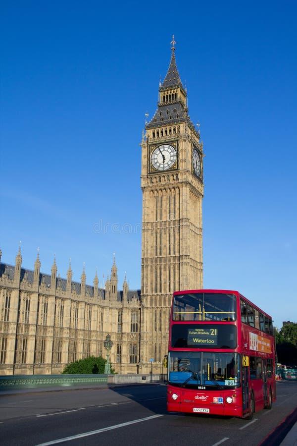 Londra grande Ben e bus fotografie stock libere da diritti