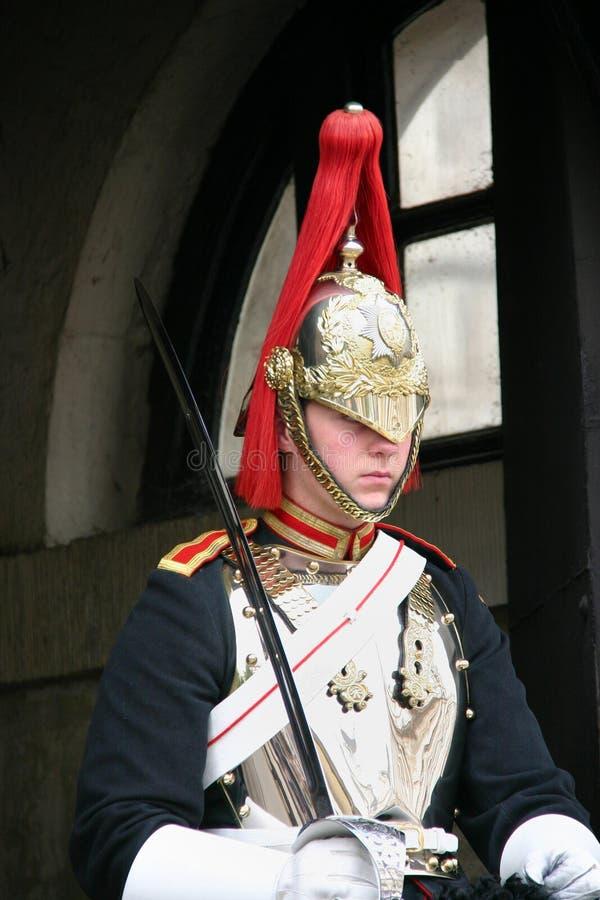 Londra, Inghilterra/Regno Unito - settembre 16, 2011: un punto di vista verticale di un soldato di cavalleria montato della caval fotografia stock libera da diritti