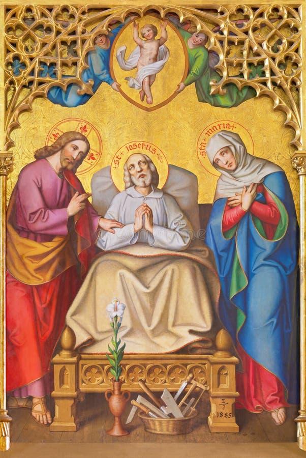Londra - Jesus Christ resuscitato fra gli angeli sul vetro macchiato nella st Michael Cornhill della chiesa immagini stock libere da diritti