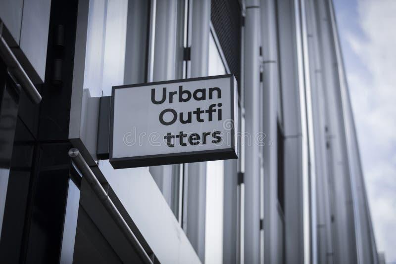 Londra, la grande Londra, il Regno Unito, il 7 febbraio 2018, un segno e un logo per Urban Outfitters fotografia stock