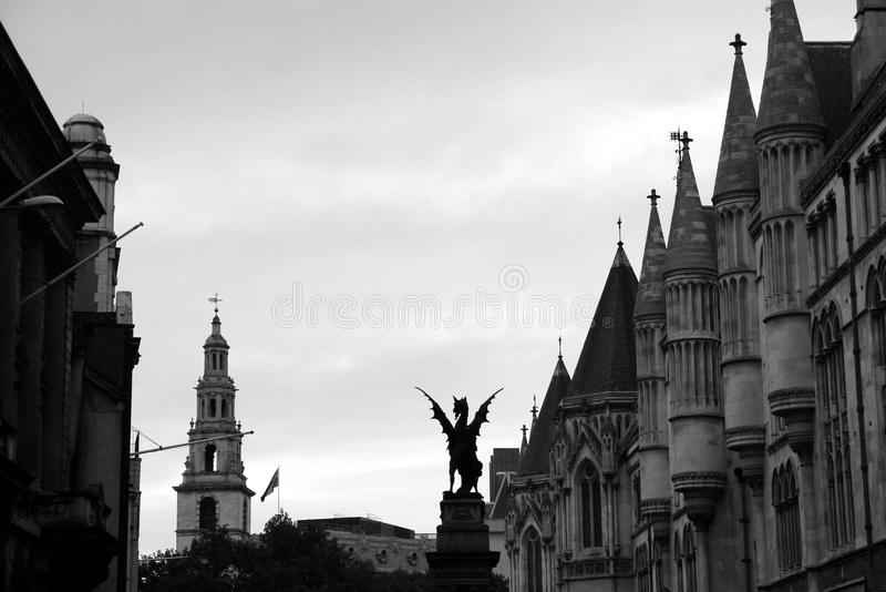Londra: La scultura del drago del filo immagini stock
