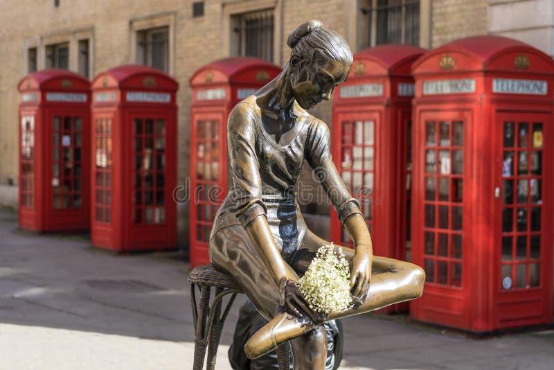 Londra - 30 marzo: Statua della ballerina di Prima in giardino covent con immagine stock