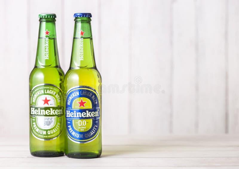 Tavoli E Sedie Heineken.Londra Regno Unito 27 Aprile 2018 Bottiglie Della Lager Di