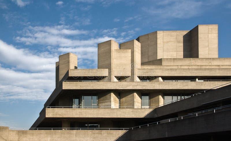 Londra, Regno Unito - 17 febbraio 2007: Teatro nazionale reale progettato da Sir Denys Lasdun come visto dal ponte di Waterloo immagine stock