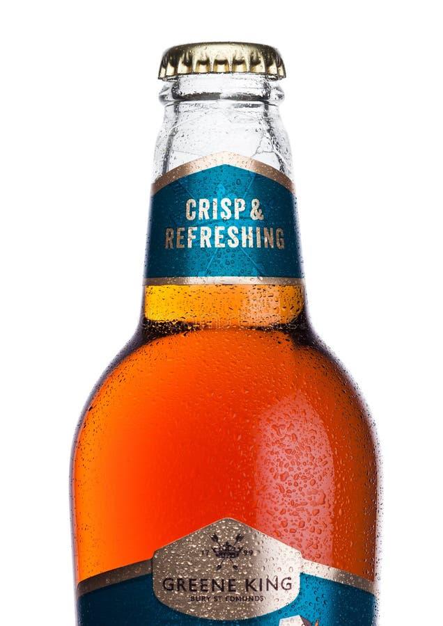 LONDRA, REGNO UNITO - 2 GENNAIO 2018: Bottiglia fredda della birra della birra chiara di re India del greene di IPA su bianco immagine stock