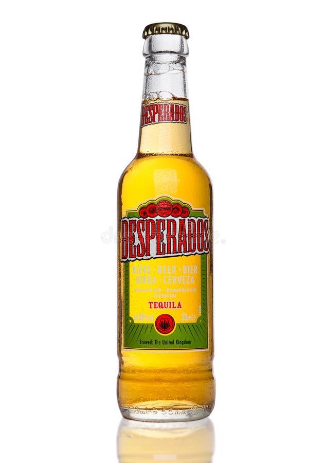 LONDRA, REGNO UNITO - 2 GENNAIO 2017: La bottiglia della birra dei fuorileggi su fondo nero, lager condita con la tequila è un pr immagini stock