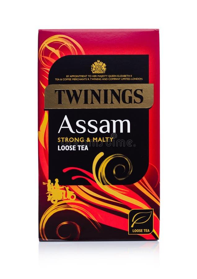 LONDRA, REGNO UNITO - 2 GENNAIO 2018: Pacchetto del tè di Twinings l'Assam su bianco Twinings è stato fondato nel 1706 a Londra immagine stock
