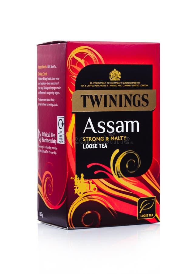 LONDRA, REGNO UNITO - 2 GENNAIO 2018: Pacchetto del tè di Twinings l'Assam su bianco Twinings è stato fondato nel 1706 a Londra immagini stock