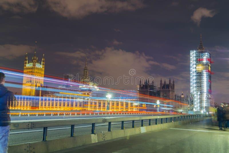 Londra, Regno Unito, il 17 febbraio 2018: l'esposizione lunga ha sparato del ponte di Westminster e dell'armatura del rinnovament fotografie stock