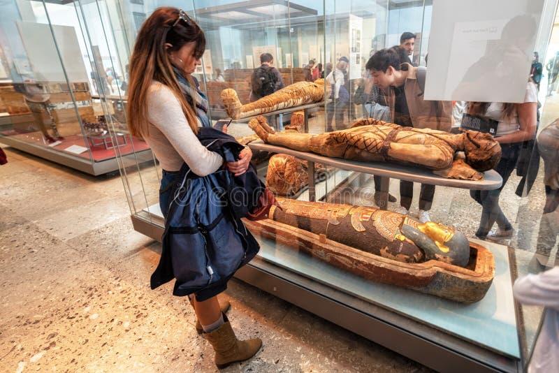 Londra, Regno Unito - 13 maggio 2019: British Museum, Londra Corridoio dell'egitto antico, antico pieno d'ammirazione turistico fotografie stock
