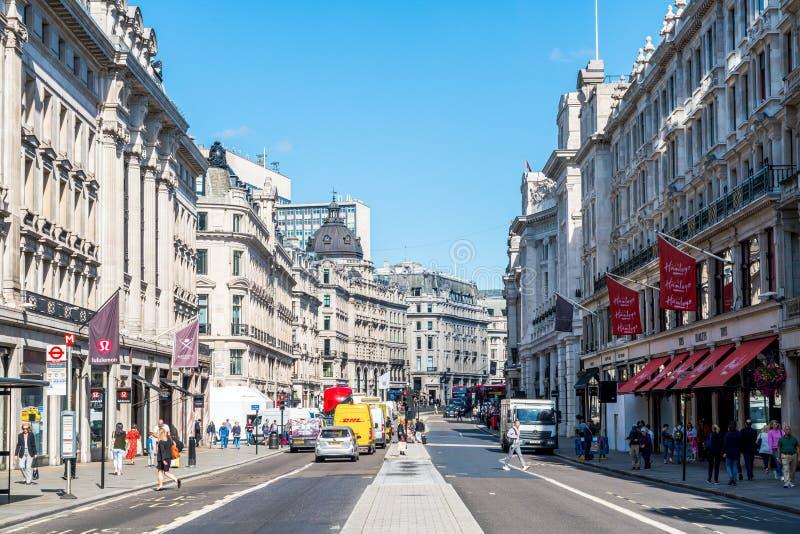 LONDRA - SEP 2019: La strada di Regent\ a Londra, Regno Unito Il suo nome era Principe Reggente, completato nel 1825 Ogni edifici fotografia stock libera da diritti