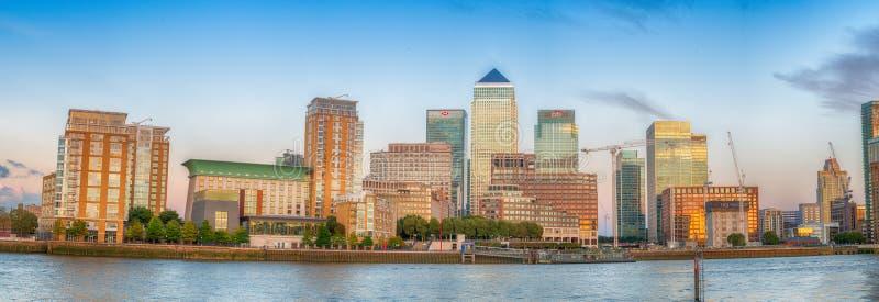 LONDRA - 25 SETTEMBRE 2016: Punto di vista panoramico di tramonto del Wha del canarino immagini stock