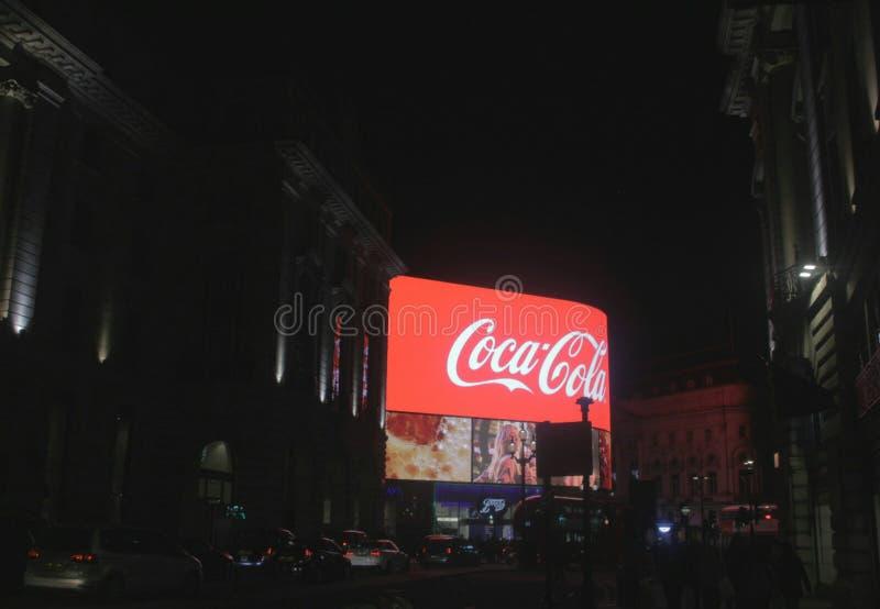 Londra sulla notte fotografie stock