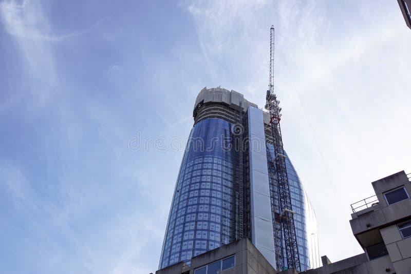 LONDRES, ANGLETERRE - 25 AVRIL : Résidence en acier en verre moderne de ` de Blackfriars du ` un en construction À Londres, l'Ang photo libre de droits