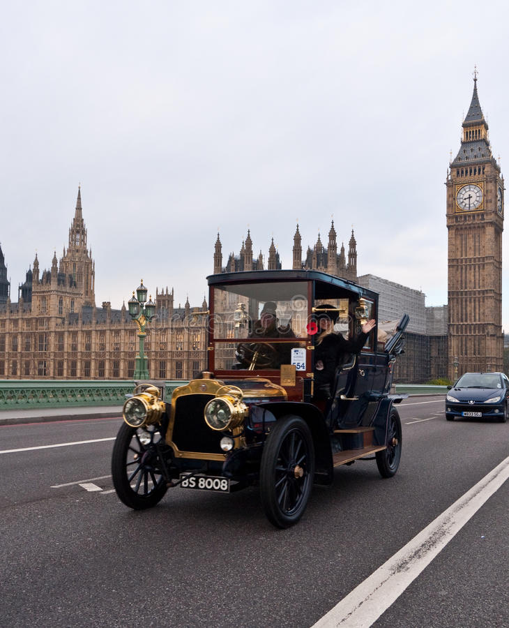 Download Londres Ao Funcionamento Do Carro De Brigghton Foto de Stock Editorial - Imagem de brigghton, internacional: 16856433