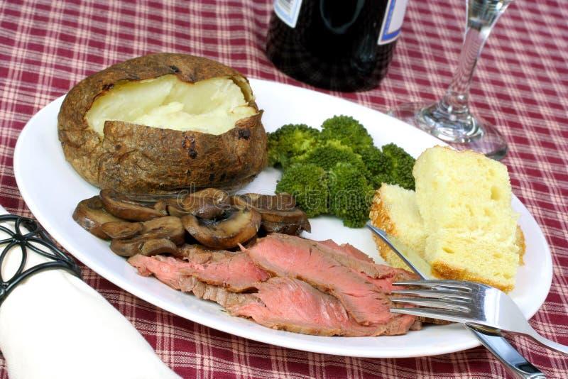 Londres asa la cena del filete fotografía de archivo