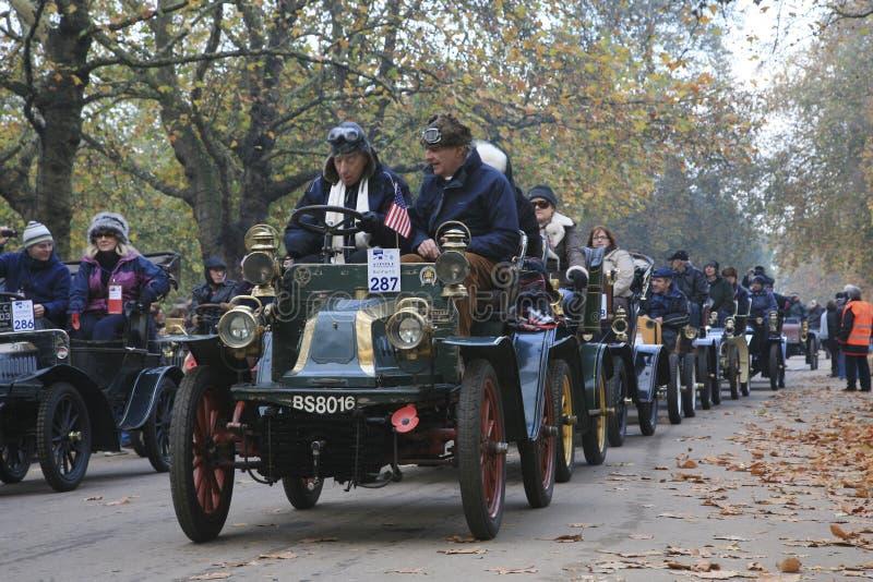 Londres au passage de véhicule de vétéran de Brighton photo libre de droits