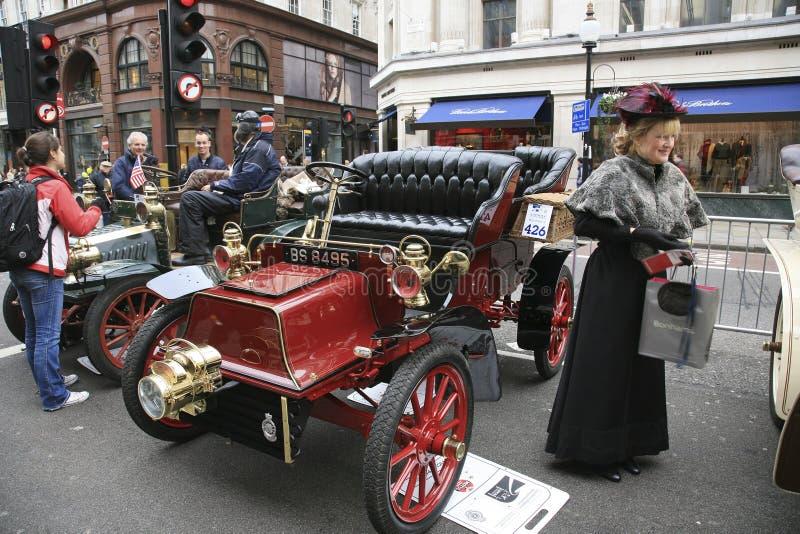 Londres au passage de véhicule de vétéran de Brighton images libres de droits