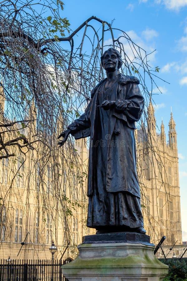 LONDRES - 9 DÉCEMBRE : Statue d'Emmeline Pankhurst en Victoria Tower Gar images libres de droits