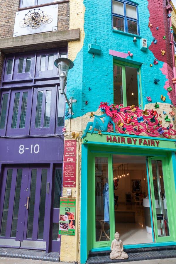 LONDRES - 16 DE AGOSTO: Hauses na jarda de Neal o 16 de agosto de 2014 em L imagens de stock royalty free