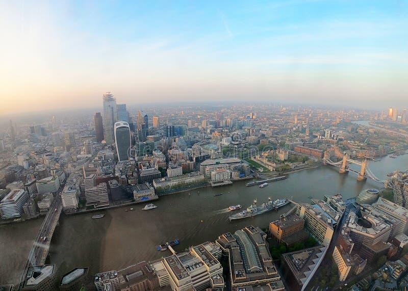 Londres de cima com do rio Tamisa imagens de stock