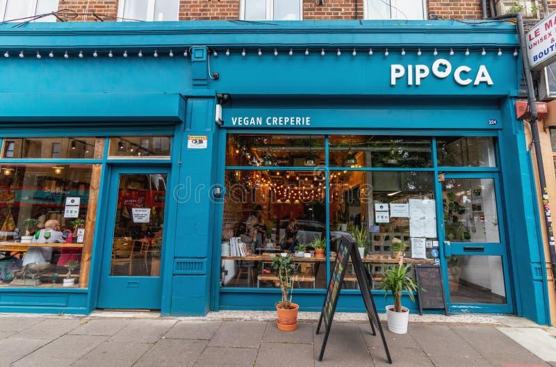 Londres - 15 de junho de 2019 - creperie do vegetariano de Pipoca e zero desperdiça a entrada da loja em Brixton fotografia de stock royalty free