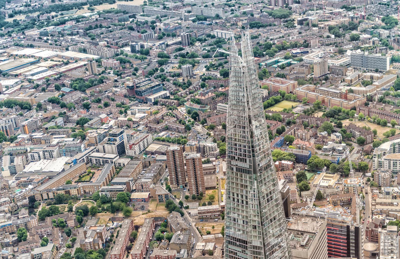 LONDRES - 18 DE JUNIO DE 2015: El horizonte del casco y de la ciudad del helicopt imágenes de archivo libres de regalías