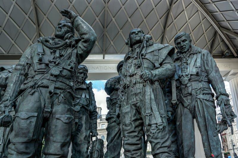 LONDRES - 3 DE NOVEMBRO: A escultura de Philip Jackson que comemora R foto de stock royalty free