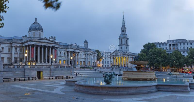 Londres - el panorama del cuadrado de Trafalgar en la oscuridad fotografía de archivo libre de regalías
